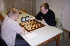 Patrik Nilsson vit mot Henrik Hedberg på gamla klubblokalen vid Viskängen.