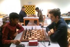 Isam vit mot Vijay. Vijay kämpade till sig en remi efter bra spel i ett löparslutspel.